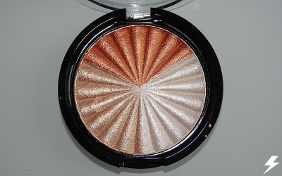 Ofra x NikkieTutorials Everglow Highlighter Close Up (Flash)
