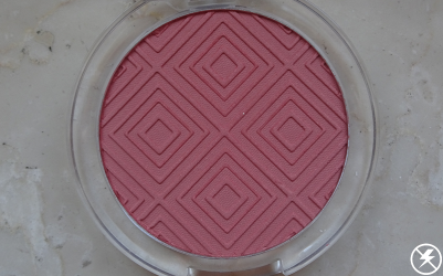 Essence Matt Touch Blush (20 Berry Me Up!) Close Up No Flash