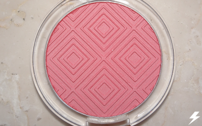 Essence Matt Touch Blush (20 Berry Me Up!) Close Up Flash