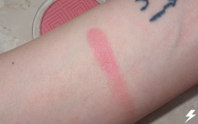 Essence Matt Touch Blush (20 Berry Me Up!) Swatches Flash