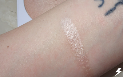 Colourpop Pressed Powder Highlighter (Here Kitty Kitty) Swatches Flash